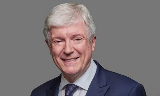 Tony Hall to step down this summer as BBC director general